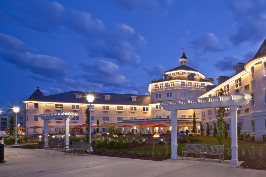 HOTEL BREAKERS AT CEDAR POINT
